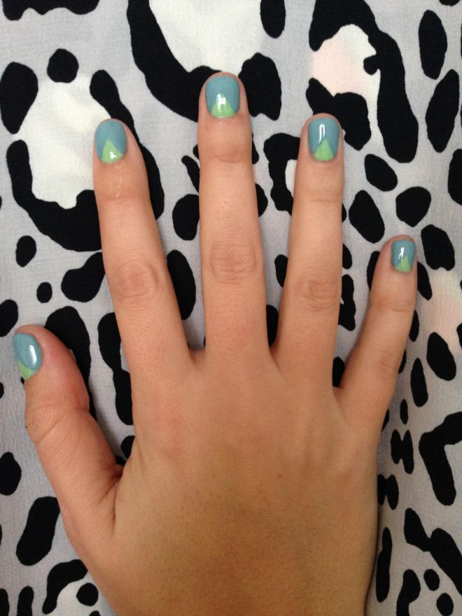 70s geo nail art blue and green
